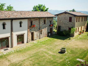 Hill Top Hamlet romantic wedding venue in Italy